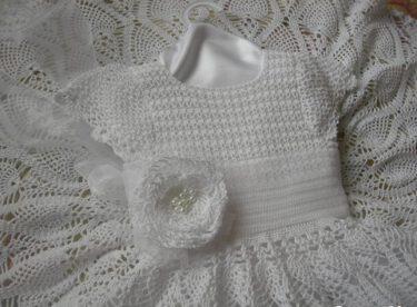 Zarif beyaz bebek elbisesi