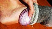 Bu bir mucize olmalı! Çorabınızın içine bir dilim soğan koyunca bakın neler oluyor?