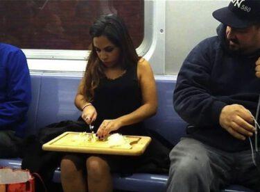 Otobüs ve metrolarda pes dedirten görüntüler!