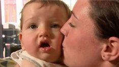 Annesinin öpücüğüyle felç geçirdi !
