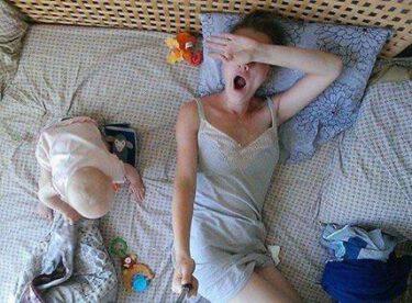 Anne Olmanın Nasıl Bir Şey Olduğunu Bir Selfie Çubuğuyla Anlattı