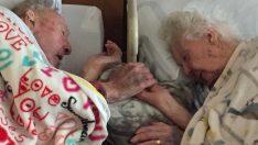 100 Yaşındaki Adam Eşinin Elini Son Anına Dek Bırakmadı