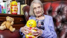 109 Yaşındaki Kadına Sağlıklı Olmasının Sırrını Sordular. Cevabı Sizi Çok Güldürecek.