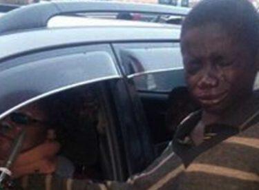Dilenci Çocuk Para İstemek İçin Yaklaştığı Aracın Sürücüsünü Görünce Gözyaşlarına Boğuldu