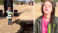 Baba Aniden Vefat Etti – 8 Ay Sonra Mezarına Bırakılan Hediye Herkesi Ağlattı