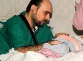Yüzlerce Çocuğun Hayatını Kurtarmak İçin Kendini Feda Eden Kahraman Doktor!