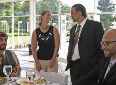 30 bin dolarlık düğünü iptal olunca yemeğe evsizleri çağırdı