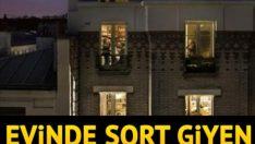 Evinde şort giyen genç kadını, apartman yöneticisine şikayet ettiler!