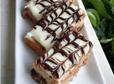 Havuçlu Cevizli Damla Çikolatalı Kek