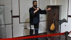 Ahmet Kaya'nın heykeline ölüm yıl dönümünde ziyaretçi akını