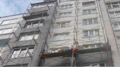 Korkunç manzara: Tavandan dökülen kurtlar ortaya çıkardı