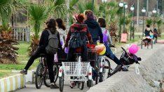 'Bisiklete binerek tahrik ediyorsunuz' saldırısından sonra kadınlar ilçeyi bastı!