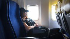 Avukat Uçakta Bir Anneyi Rahatsız Eder – Annenin Aldığı İntikamı Okuyunca Kahkaha Atacaksınız